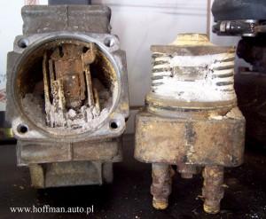 Pompa wtryskowa Bosch typ VE. Przykład ekstremalnego uszkodzenia wskutek zalania środka owłaściwościach kwasu wywołującego całkowite zniszczenia, praktycznie nieodwracalne