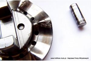 Płyta krzywkowa pomy Bosch VE, oraz oś rolki - oba elementy zużyte wskutek niewłaściwego paliwa