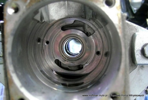 Čerpadlo VE – poškodená vnútorná časť korpusu (čelo napájacieho čerpadla) – následok toho,  že sa dopalivovej sústavy dostanú mechanické prvky ako sú piliny apod. - korpus navýmenu