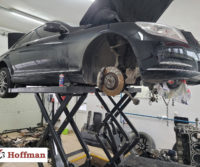Mercedes v8 na podnośniku