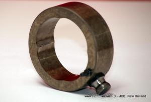 Zniszczony pierścień krzywkowy i jeden z dwóch lub czterech popychaczy rolkowych