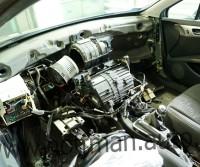 Nawiewy w Peugeot 407 - rozmontowana deska rozdzielcza